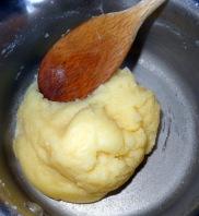 Séchage de la pâte à choux pour éclairs au Nutella