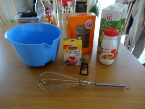 Ingrédients pour la panna cotta à la fraise et à la coco : crème liquide, lait, sucre, agar agar, arome coco vahiné, vanille