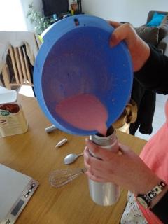 Préparation de la Chantilly à la fraise