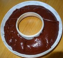 Moule en couronne avec pâte cru pour moelleux au chocolat