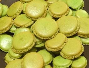 Macaron poire praliné coques vertes