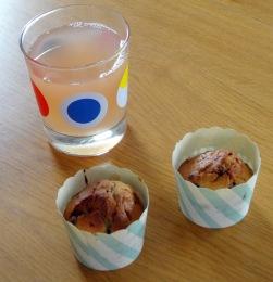 Muffin myrtille pignon de pin pamplemousse et jus de pamplemousse