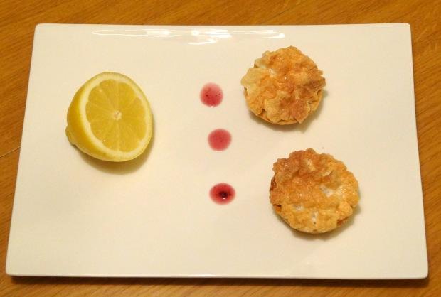 Tarte au citron meringué mini dans assiette