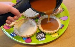Tartelette au caramel au beurre salé et au pop corn remplissage