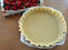 Tarte aux fraises et basilic pate a tarte dans plat