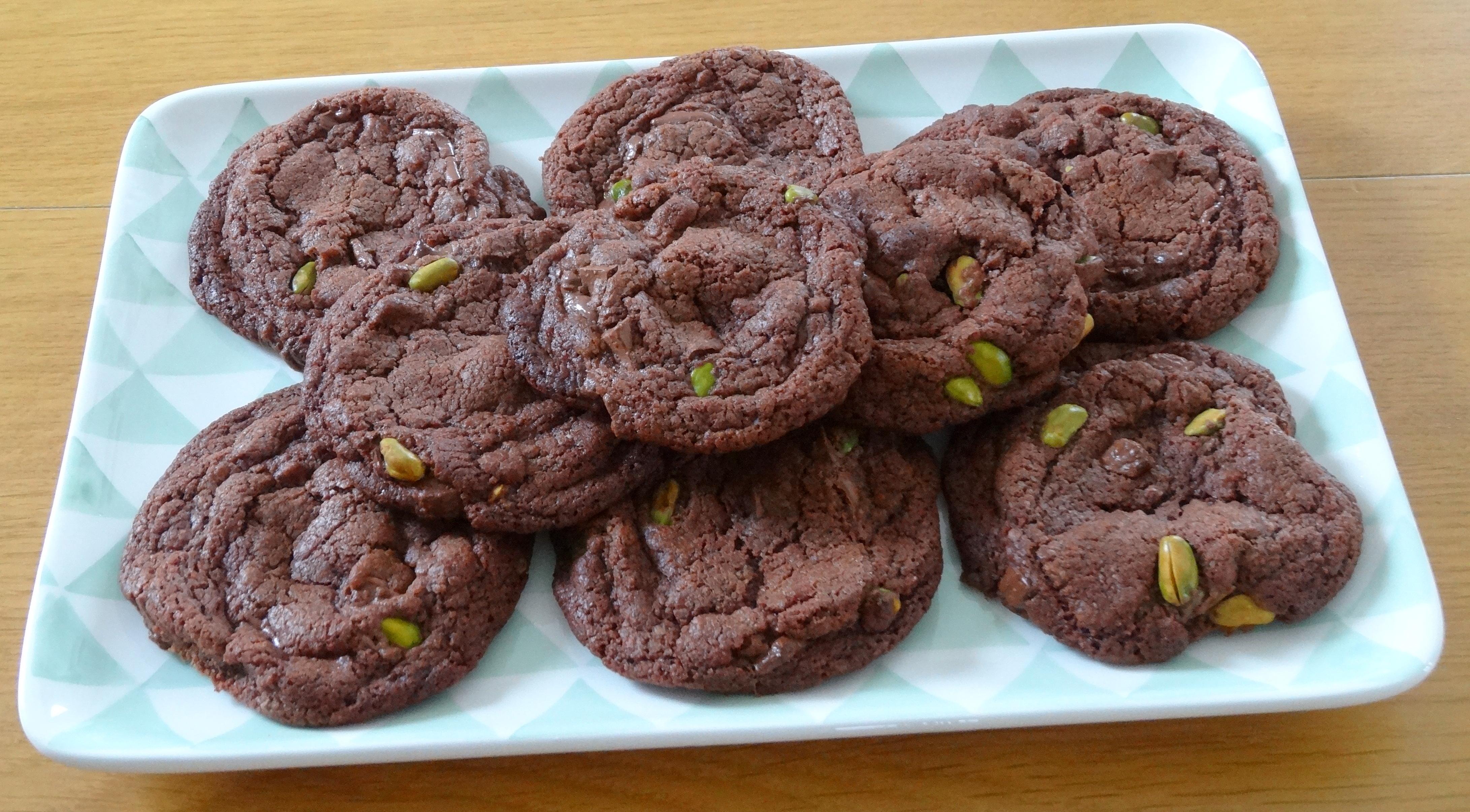 recette de cookies au nutella aux pistaches et aux p pites de chocolat au lait les. Black Bedroom Furniture Sets. Home Design Ideas