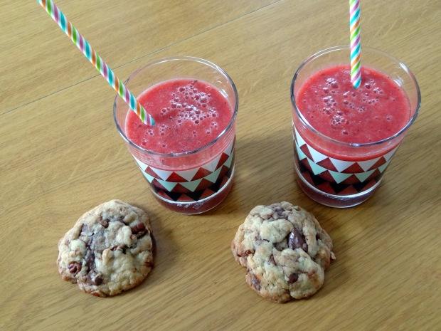 Gaspacho fraise pasthèque et baslic et cookies