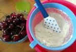 Macaron cerise et chocolat blanc tamaisage sucre glace et poudre d'amande