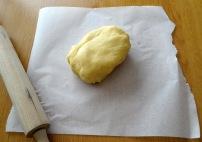 Päte sablée en boule pour la tarte banane chocolat